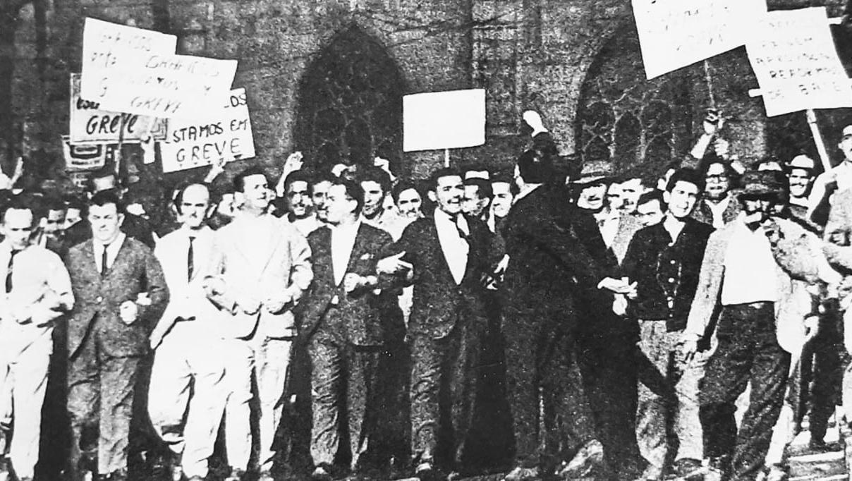 Contribuição especial #12: Clodesmidt Riani faz cem anos: esboços de sua trajetória